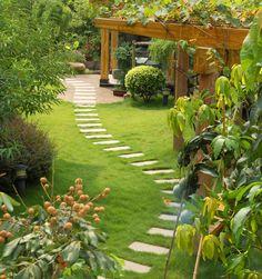 50 Easy Garden Path Ideas You Can Build Yourself To Complement Your Backyard Easy Garden, Summer Garden, Garden Ideas, Garden Boxes, Garden Crafts, Winter Garden, Diy Crafts, Beautiful Landscapes, Beautiful Gardens