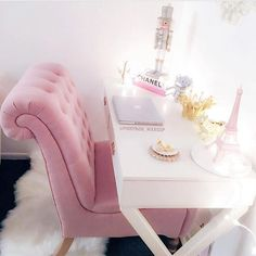 """Stephanie Lewis on Instagram: """"Pink glam office?!? I think so!✨🍭🦄💕How glamorous is @pinkpage_makeup space?!? I'm going to start decorating mine next week- can't wait to…"""" Makeup Storage Box, Makeup Organization, Ikea Alex Drawers, Professional Makeup Kit, Room Planner, Make Up Collection, Teen Girl Bedrooms, White Home Decor, All Things Beauty"""