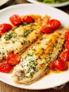 Le Sogliole alla mediterranea sono un secondo piatto a base di pesce che vi sazierà apportando pochissimi grassi alla vostra dieta.