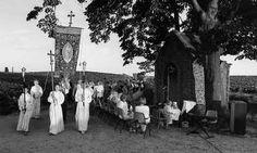 Oud-Caberg De aankomst van een processie bij de kapel op 14 augustus 1988.