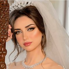 For every woman Indian bridal and gold jewellery attract much. Though you live in any part of the world, you observed that almost every bride on her wedding day Bridal Makeup Looks, Natural Wedding Makeup, Wedding Beauty, Beauty Makeup, Hair Makeup, Hair Beauty, Barbie Makeup, Beauty Junkie, Beautiful Lips