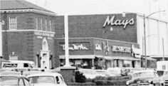 The Franklin National Bank Building, Thom McAn and Mays on Hempstead Turnpike in early Levittown; now the Old Country Buffet and the Tri-County Flea Market (2013).