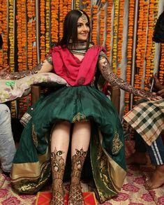 Getting bridal mehndi done – girl photoshoot poses Indian Bridal Photos, Indian Bridal Outfits, Indian Bridal Fashion, Mehndi Outfit, Indian Bridal Couture, Bridal Mehndi Dresses, Wedding Mehndi, Bridal Henna, Wedding Bride