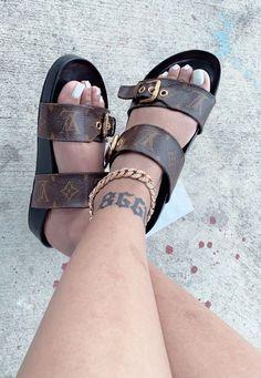 Cute Sandals, Shoes Sandals, Shoes Sneakers, Sneakers Fashion, Fashion Shoes, Cute Slippers, Aesthetic Shoes, Fresh Shoes, Hype Shoes