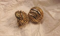 Interesting+wave+pattern+on+these+12K+gold+filled+clip+on+earrings+measuring+approximately+1+inch+in+diameter.+They+are+NEW,+vintage+and+are+packaged+in+a+felt+bag+and+box+by+Amway+Artistry.+