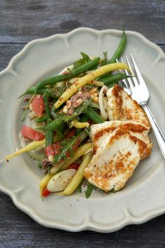 Bönsallad med stekt halloumi Vegetarian Recipes Easy, Indian Food Recipes, Cooking Recipes, Healthy Recipes, Lunches And Dinners, Meals, Vegan Meal Prep, Greens Recipe, Recipes From Heaven