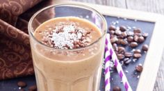 Swap your regular morning coffee for this Thai Iced Coffee Shake! // 21 Day Fix // 21 Day Fix Approved // fitness // fitspo motivation // Meal Prep // Meal Plan // Sample Meal Plan// diet // clean eating // recipe // recipes //Shakeology // shake recipes Coffee Smoothie Recipes, Healthy Breakfast Smoothies, Coffee Recipes, Healthy Drinks, Brunch Recipes, Shakeology Shakes, Beachbody Shakeology, Beachbody Blog, Shakeology Cafe Latte