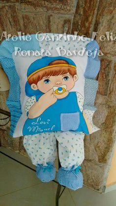 Almofadas de perninha com pintura em tecido | meninos