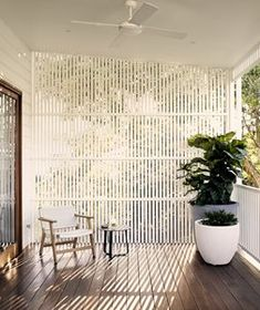 Contemporary extension to a pre-war Brisbane home Outdoor Areas, Outdoor Rooms, Outdoor Living, Outdoor Blinds, Casa Gaudi, Exterior Design, Interior And Exterior, Queenslander House, Grill Design