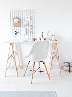 As promised in yesterday's post from Lago di Garda I have a cool DIY for you today (no more lies!). It's not a secret that we all enjoy having industrial elements at home. One of my absolute favorites include metal additions – like the iron mesh wall organizer, above the desk, to keep all of the inspiration images... Read More