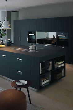 kitchen  Nuestra colección Italia en Armour negro, uno de los materiales exclusivos de Arclinea.