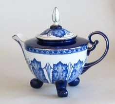 So clean and simple - blue and white.Teapot Coffeepot Cobalt Blue and White Teapot Coffeepot by Bombay China Company So clean and simple - blue and white.Teapot Coffeepot Cobalt Blue and White Teapot Coffeepot by Bombay China Company Blue And White China, Blue China, China China, Chocolate Pots, Chocolate Coffee, Teapots Unique, Teapots And Cups, My Cup Of Tea, Vintage Tea