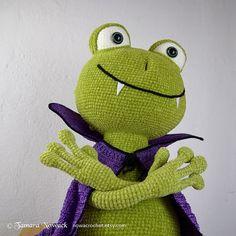 Vampire frog amigurumi PDF crochet pattern ebook by Nowacrochet