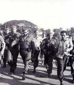 Fidel en un recorrido por Playa Giron con el Capitan Jose R. Fernàndez. (a su derecha)