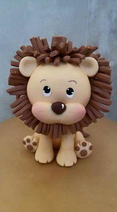 Mas lindas cositas ❤ Fondant Figures, Fondant Cake Toppers, Fondant Cakes, Cupcake Toppers, Polymer Clay Animals, Polymer Clay Art, Theme Animation, Lion Cakes, Safari Cakes