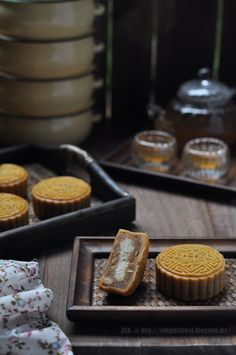 Get Chinese Food Treat Recipe Chinese Cake, Chinese Food, Dessert Dishes, Dessert Recipes, Desserts, Bean Cakes, Almond Cookies, Moon Cake, Shredded Coconut
