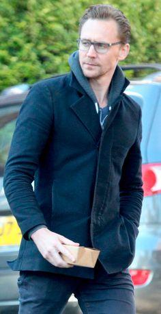 Tom Hiddleston seen having breakfast in London on November 8, 2016. Source: Torrilla. Full size image: http://ww4.sinaimg.cn/large/6e14d388gw1fa75mtlx4uj21iw24re81.jpg