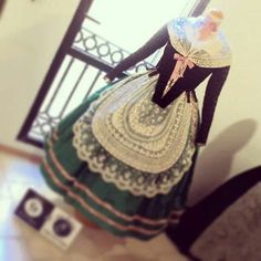 taller flor de coto flor d aigua Folk Costume, Costumes, 18th Century, Gowns, Princess, Pretty, Clothes, Aragon, Dresses