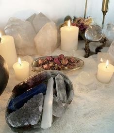 Crystals And Gemstones, Stones And Crystals, Healing Stones, Crystal Healing, Wicca, Crystal Altar, Crystal Aesthetic, Baby Witch, Witch Aesthetic
