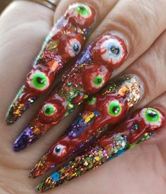 I think all the girls are racking their brains to create a distinctive makeup look and dress, and have done an eye-catching look. Matte Nails Glitter, Acrylic Nails, Long Gel Nails, Short Nails, Pointed Nails, Nail Art Blog, Halloween Nail Art, Different Flowers, Coffin Nails