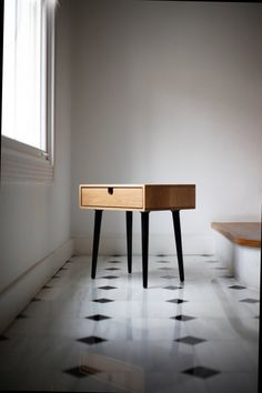 Mid-Century Scandinavian Side Table / Nightstand - One drawer and retro legs, all made of solid oak.Habitables Madrid