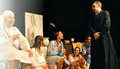 """""""Rumori fuori scena"""" racconta le disavventure di una sgangherata compagnia teatrale impegnata nell'allestimento di una farsa intitolata """"Con niente addosso"""".  #SpettacoliCagliari #TeatriCagliari"""