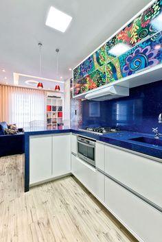 Cozinhas pequenas com detalhes coloridos