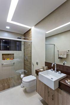 Quanto custa reformar um banheiro cuesta reformar un baño baño # reformar banheiro Minimalist Bathroom Design, Minimalist Home Decor, Bathroom Design Small, Comfort Room, Toilet Design, Bathroom Toilets, House Front, Bathroom Interior, House Design