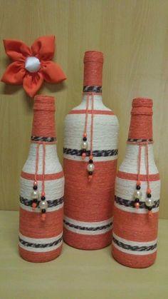 Awesome Home Decor Ideas on a Budget – Repurposed DIY Wine Bottle Crafts Wine Bottle Art, Plastic Bottle Crafts, Painted Wine Bottles, Diy Bottle, Wine Bottle Crafts, Bottles And Jars, Mason Jar Crafts, Glass Bottles, Jar Art