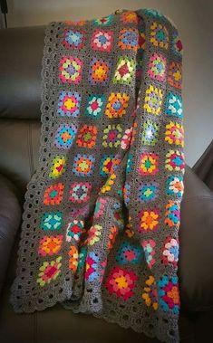 Transcendent Crochet a Solid Granny Square Ideas. Inconceivable Crochet a Solid Granny Square Ideas. Sunburst Granny Square, Granny Square Blanket, Granny Square Crochet Pattern, Crochet Squares, Crochet Blanket Patterns, Crochet Granny, Granny Squares, Afghan Crochet, Bunny Crochet