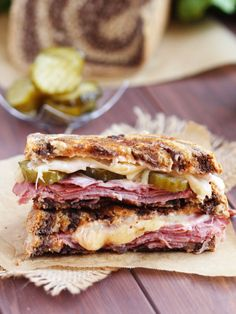 Best Reuben Sandwich without Sauerkraut - My classic version with a twist. Replacing sauerkraut with delicious crisp pickles makes the perfect Reuben. Grill Sandwich, Best Reuben Sandwich, Pastrami Sandwich, Sandwich Recipes, Mini Sandwiches, Croque Mr, Buffalo Chicken Grilled Cheese, Cheap Dinners, Great Appetizers