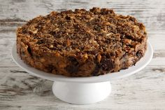 """La torta di pane è un dolce che nasce per riutilizzare gli avanzi, in particolare il pane raffermo. Una ricetta diversa per ogni famiglia per promuovere una condotta """"zero sprechi""""."""