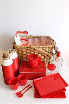 Vintage Picnic Basket Set - Plates, cups, thermos, forks, knifes