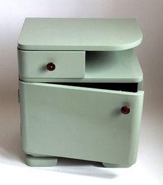 "noční stolek \""London mist\"" Halloween Wood Crafts, Old Furniture, Old School, Nightstand, Stool, Art Deco, Retro, Home Decor, Recycled Windows"