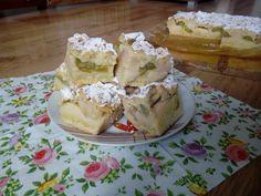 Kruche ciasto z budyniem, rabarbarem i jabłkami