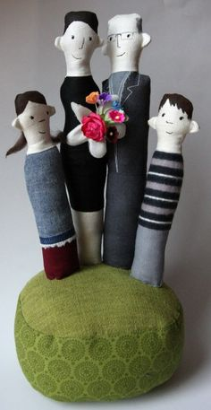 site is in German... some fun dolls.