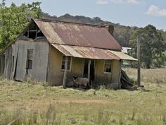 Type of shelter Jani wants (not near the house though! Store his tinny here? Old Buildings, Abandoned Buildings, Abandoned Places, Australian Homes, Australian Bush, Australian Architecture, Best Barns, Farm Cottage, Old Farm Houses
