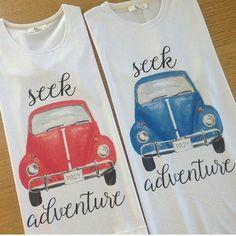 Yaz aylarının en neşeli ve en dikkat çekici kıyafetleri şüphesiz tişörtlerdir. Her renkte ve çeşitli desenlerde olabildiği gibi sıra dışı baskılarla da bu eğlenceli görünüm katlanabilmektedir.
