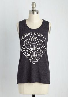 Explore your free-spirited nature and desire to roam and repose under the stars with this charcoal grey tank top. Rising above other tees with its ivory mountain, cactus, and steer skull graphic, this muscle tank embodies your primeval passions in one solid separate.