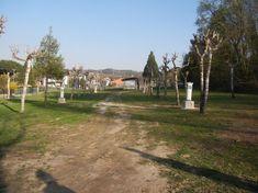 Area Camper Acqua di Lago di Viverone è allestita su una superficie di 9000 metri quadrati recintati con fondo erboso e alberato. E' aperta dal 1° marzo al 31 ottobre nella frazione Masseria a una decina di chilometri dal casello autostradale di Santhià.