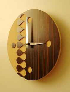 Bamboo clock from Keith Moore Tick Tock Clock, Retro Table, Cool Clocks, Modern Clock, Wood Creations, Wooden Walls, Wood Colors, Home Accessories, Door Handles