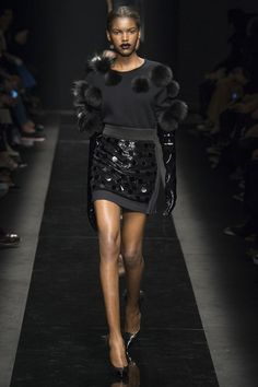 Emanuel Ungaro Fall 2015 Ready-to-Wear Collection Photos - Vogue Fashion Week, Runway Fashion, High Fashion, Winter Fashion, Fashion Show, Fashion Design, Paris Fashion, Fashion Trends, Women's Dresses