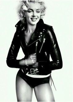 """Marilyn Monroe """"it"""" all started here.the MK Ultra blonde bombshell & the beat goes on. Divas, Classic Hollywood, Old Hollywood, Beautiful People, Beautiful Women, Marilyn Monroe Photos, Actrices Hollywood, Norma Jeane, Mode Vintage"""