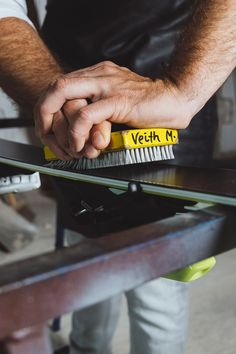 Profiservice für das eigene Material bei VEITH SPORT in Rohrmoos/Schladming. Snowboard, Material, Rings For Men, Concept, Sport, School, Men Rings, Deporte, Sports