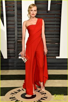 diane kruger joshua jackson vanity fair oscar party 01 Diane Kruger is ravishing in a red dress while hitting the 2015 Vanity Fair Oscar Party held during the 2015 Oscars on Sunday night (February 22) in Beverly Hills,…