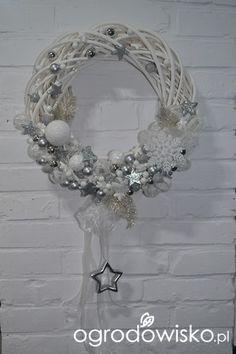Christmas Wreaths To Make, Little Christmas, Christmas Crafts, Christmas Decorations, Xmas, Holiday Decor, Diy Wreath, Ornament Wreath, Rustic Shabby Chic
