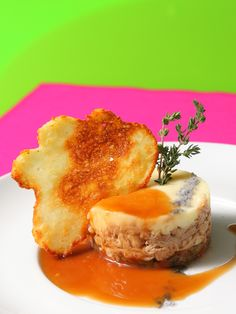 Plato premiado en el XIII Certamen de Restaurantes de Zaragoza 2012. - Premio Cocina Creativa /Autor - Plato Central:    Restaurante Café de la Reina:  Timbal de ternasco IGP a baja temperatura con ragú de verduras y patata.