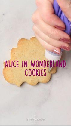 Sugar Cookie Royal Icing, Iced Sugar Cookies, Sugar Cookies Recipe, Cookie Icing Recipes, Decorated Sugar Cookies, Sugar Cookie Recipe For Decorating, Cake Decorating, Fancy Cookies, Fun Baking Recipes