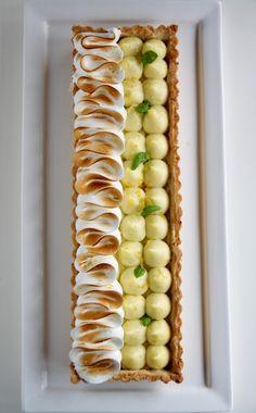 Tarte au citron meringuée Thats Amore! Fancy Desserts, Just Desserts, Delicious Desserts, Lemon Meringue Tart, Meringue Pie, Tart Recipes, Sweet Recipes, Dessert Recipes, Sweet Pie