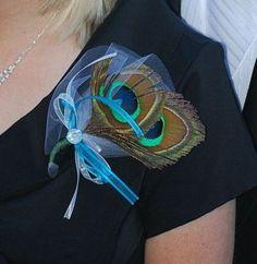 peacock boutonniere/corsage idea not for me, but for @Torie Sanchez